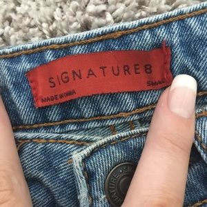 Signature Jeans - High waisted distressed jeans